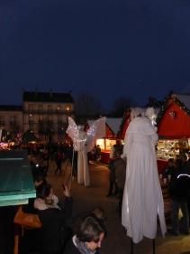 Les échassiers se baladent au Marché de Noël de Dijon !