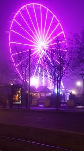 La grande roue illumine le Marché de Noël
